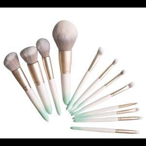 Long Island make up brushes.
